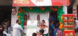 উদ্বোধনী দিনেই এজি'র মুন্সিগঞ্জ আউটলেটে ছাত্র-ছাত্রীদের ব্যাপক ভীড়